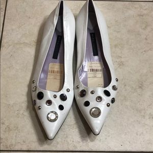 Marc Jacobs pointy toe white leather jewels flat